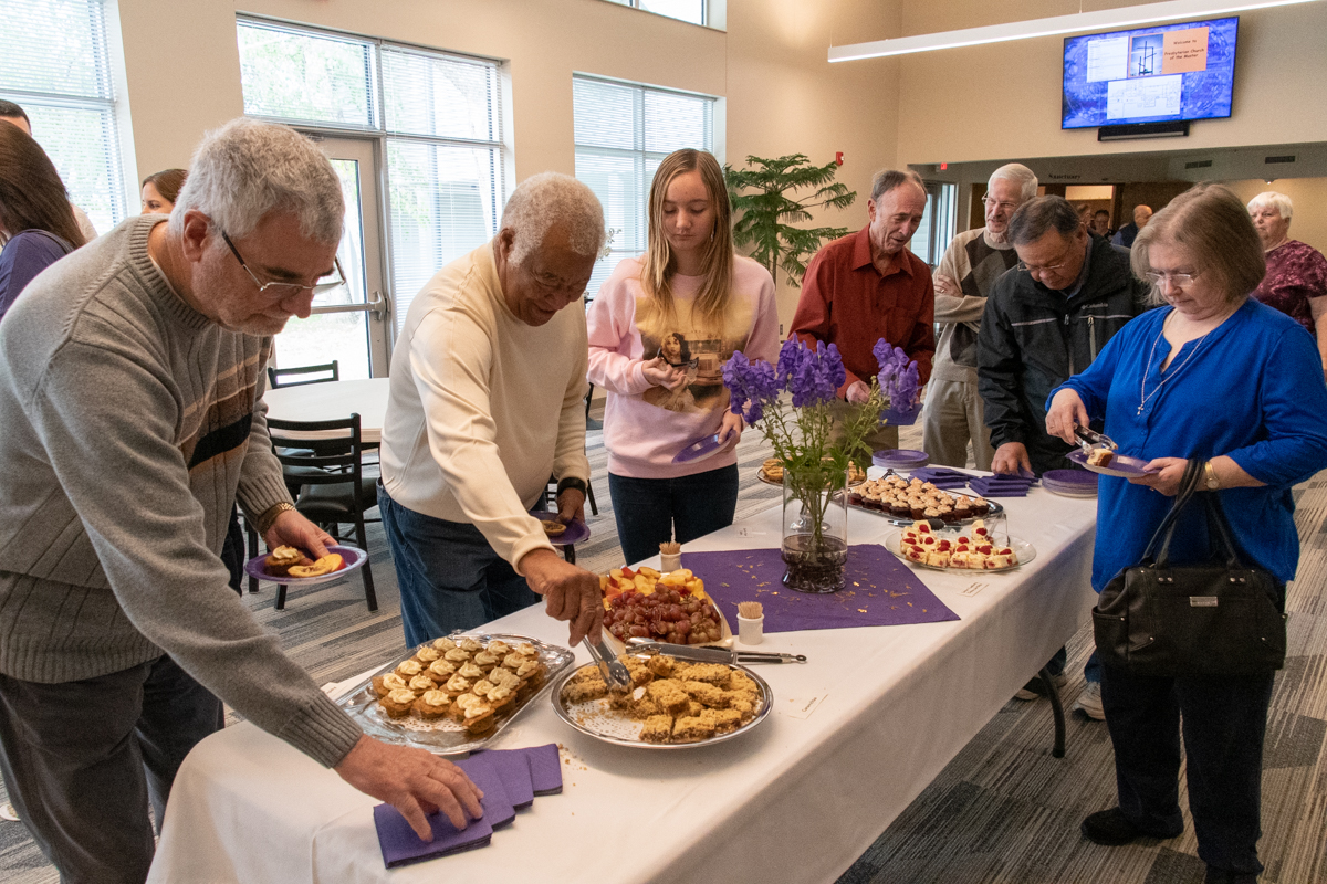 October 20, 2019:  Following the 10:30 Sunday service, members and visitors are encouraged to enjoy cookies and conversation.