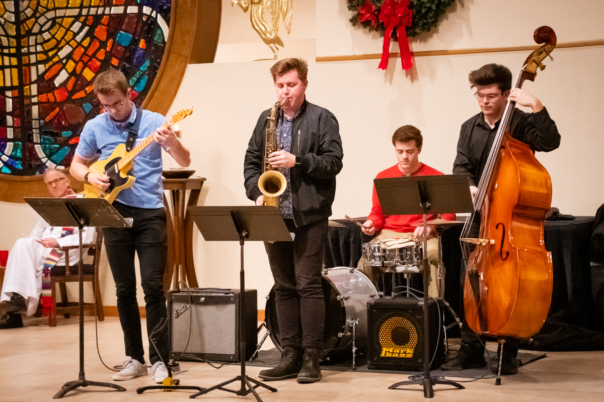 December 24, 2018:  The early Christmas Eve service was an upbeat and festive Worship service highlighted by Jazz music.